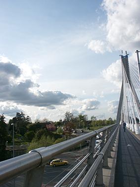 nuvole_sul_ponte_luas_di_-dundrum_dublin_